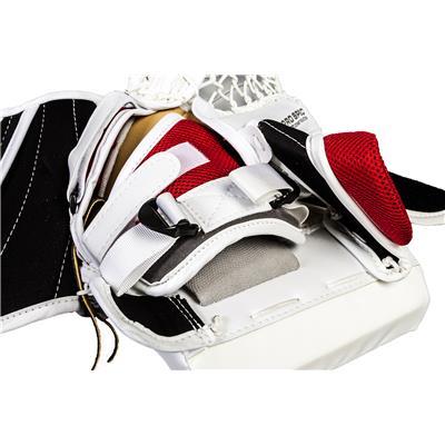 (Vaughn Velocity 7 XF Pro Carbon Goalie Catch Glove)