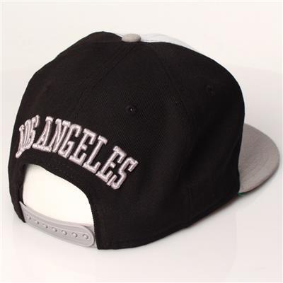 ew Era 9Fifty Los Angeles Kings Shield (New Era 9Fifty Los Angeles Kings Shield Logo Snapback Hockey Hat - Graphite/Black)