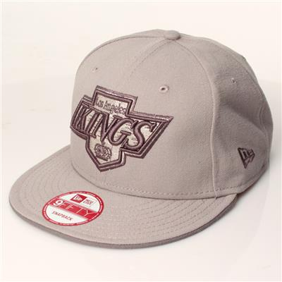New Era 9Fifty Los Angeles Kings Shield (New Era 9Fifty Los Angeles Kings Shield Logo Snapback Hockey Hat - Graphite/Black)