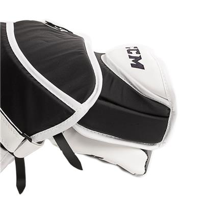 (CCM Extreme Flex E3.9 Goalie Catch Glove - Intermediate)