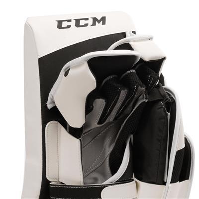 Extreme Flex E3.5 Blocker (CCM Extreme Flex E3.5 Goalie Blocker - Junior)