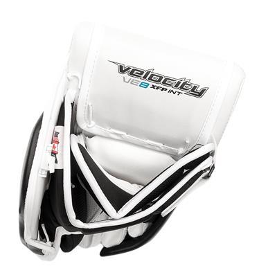 (Vaughn Velocity VE8 XFP Goalie Blocker - Intermediate)