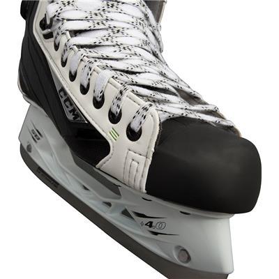 (CCM RIBCOR 44K White Ice Skates)